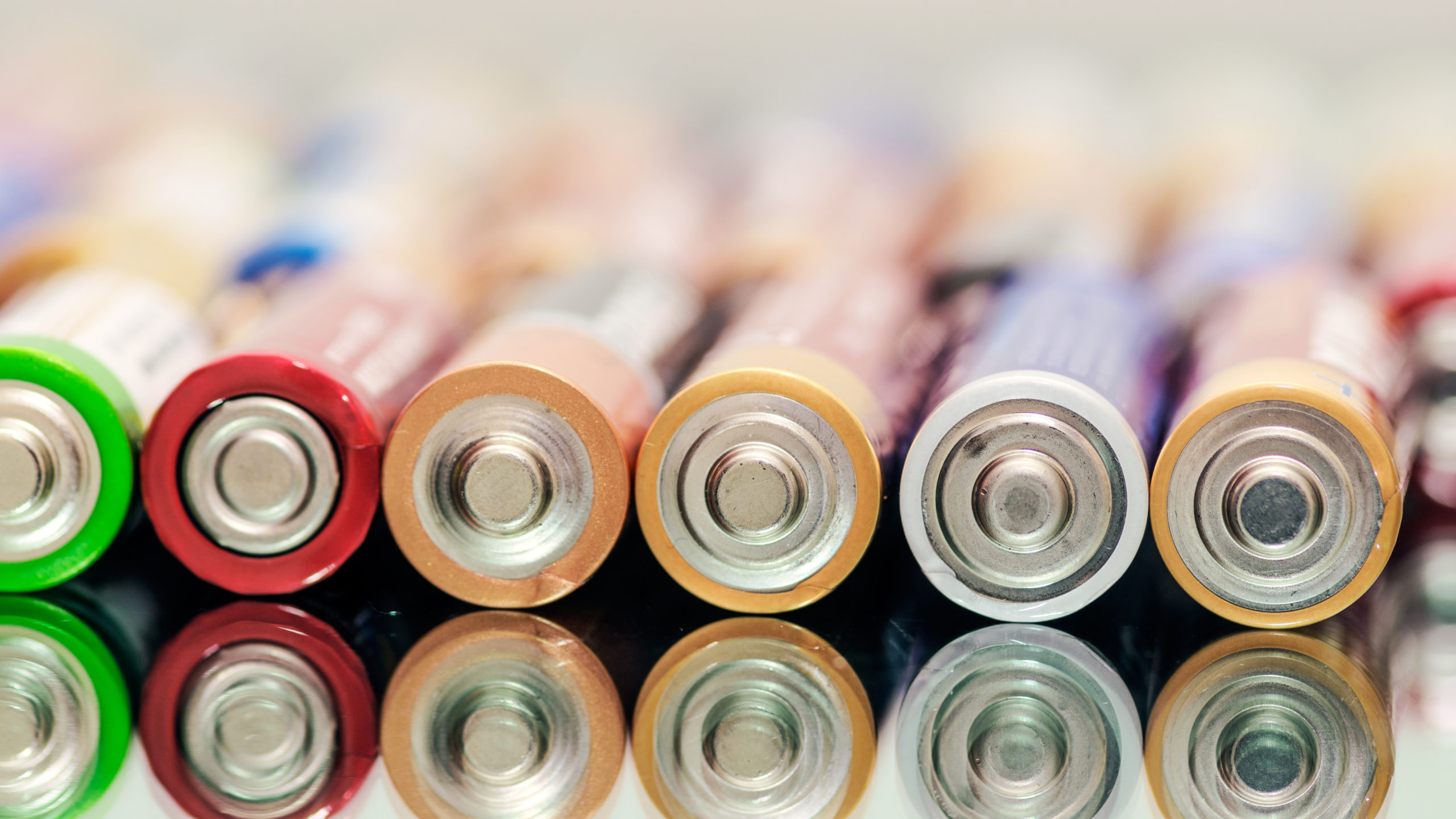Innovations driving the development of extra long-life batteries